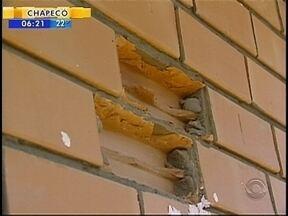Vandalismo em Chapecó causa prejuízos também financeiros ao município - Vandalismo em Chapecó causa prejuízos também financeiros ao município