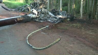 Piloto morre após queda de helicóptero em Santa Mônica, na região noroeste do Paraná - O piloto morreu e um passageiro ficou gravemente ferido na queda do helicóptero no noroeste do estado no fim da tarde de sábado (10).