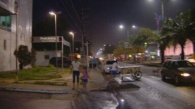 Moradores criticam travessia de pedestres próximo a shopping em Manaus - Problema é relatado em avenida da Zona Norte da cidade
