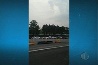 Rodovia Mogi-Bertioga tem movimento intenso neste fim de semana - Telespectadores gravaram tráfego intenso em estradas do Alto Tietê.