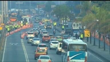 Começam as obras do BRT Transbrasil, no Rio - Começaram as obras do BRT Transbrasil. O corredor expresso irá ligar os bairro de Deodoro, na Zona Oeste do Rio, e do Caju, na Zona Portuária. É recomendável evitar a Avenida Brasil, para quem não puder usar o transporte público.