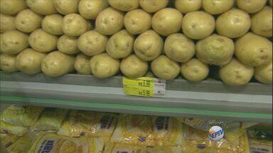Estiagem afeta a produção e preço da batata sofre reajuste de 30% - O clima dos estados produtores, São Paulo e Minas Gerais, afeta a produção de batata, e este é o principal motivo do aumento do preço.