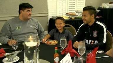 Torcedores têm jantar vip com elenco do Corinthians nos EUA - Mauro Naves ainda traz informações sobre os treinos do time