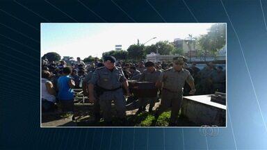 Policial militar é morto a tiros em Goiânia - Delegado afirma que militar estava de folga quando trocou tiros com criminosos.