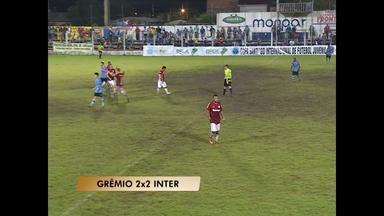 Final de semana de jogos pela Copa Santiago de Futebol Juvenil - O primeiro GreNal terminou empatado.