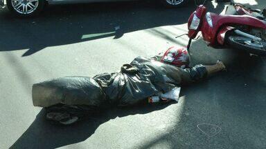 Motociclista morre ao avançar sinal vermelho em rodovia de Vila Velha, no ES - Motociclista morreu ao ser atingido por um ônibus.