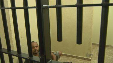 Quarto suspeito de atear fogo em caseiro em Brodowski é preso - Rapaz foi detido em Ribeirão Preto.