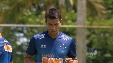 Disputando uma vaga no setor mais concorrido do Cruzeiro, Henrique vê meio-campo forte - Oito volantes disputam a titularidade no meio-campo defensivo do bicampeão brasileiro
