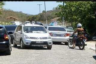 Ordenamento na Praia das Conchas em Cabo Frio, RJ, começa e gera reclamações - Ordenamento na Praia das Conchas em Cabo Frio, RJ, começa e gera reclamações.