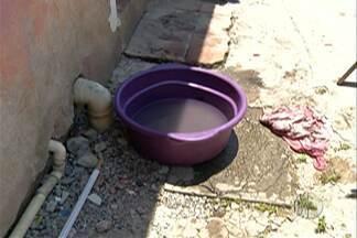 Moradores de Ferraz fazem manifestação por causa da falta de água - Em alguns casos problema no abastecimento já dura seis dias.