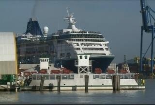 Navio de cruzeiro atraca novamente em Itajaí - O transatlântico ficou preso depois da greve dos pescadores, na semana passada.
