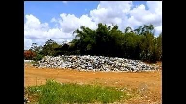 Justiça proibe prefeitura de Assis de jogar lixo em usina de reciclagem - A Justiça aceitou o pedido feito pelo Ministério Público Estadual e proibiu a prefeitura de Assis (SP) de jogar lixo na usina de reciclagem. O descumprimento pode resultar em prejuízo aos cofres públicos.