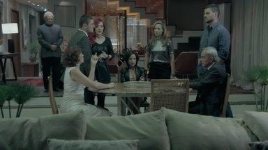 Marta se surpreende com a proposta de Maurílio para tirar Zé Pedro da cadeia - Vilão faz de tudo para obrigar a ricaça a se casar com ele e deixa a família Medeiros indignada