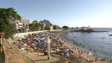 Segunda-feira de verão tem cara de fim de semana em Salvador - Veja como foi o movimento no Porto da Barra.