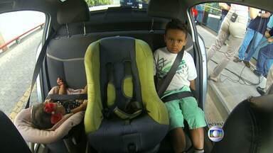 Diferentes cadeirinhas protegem crianças de acidentes de trânsito - Dispositivos de segurança devem ser trocados a medida que a criança cresce.
