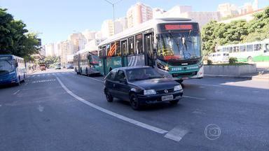 Sinalização inexistente ou apagada atrapalha motoristas em vários pontos de BH - As faixas de trânsito são essenciais para organizar o fluxo de veículos.