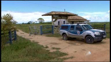 Enterrados corpos de jovens mortos em atentado no sul da Bahia - As vítimas foram baleadas no distrito de Vera Cruz, em Porto Seguro, por homens que chegaram em uma caminhonete. A polícia investiga o caso.