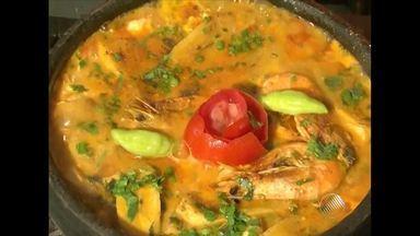 Confira a receita de moqueca de badejo ao molho de camarão e banana - Veja os ingredientes e como preparar a moqueca.