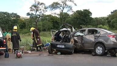 Cinco pessoas morrem em acidente na BR-365 - Batida envolveu dois carros perto de Pirapora, no Norte de Minas.