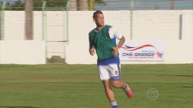 Betinho é a única opção para a referência de ataque do Santa Cruz - Desde a saída de Léo Gamalho, a diretoria tricolor não contratou centroavantes para a temporada