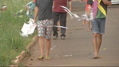 Guarda Municipal faz ação para coibir uso de cerol em pipas - Período de férias faz aumentar o número de crianças soltando pipa. Brincadeira deixa de ser inocente quando colocam vidro no fio