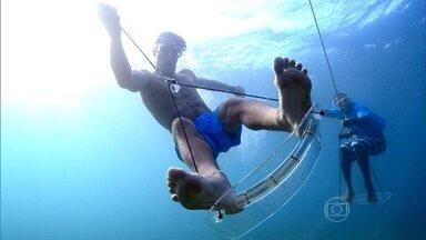 Flávio Canto se aventura no plana sub - Apresentador experimentou modalidade que permite 'voar' embaixo d'água