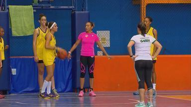 América-PE realizam peneirão para descobrir atletas para o basquete - Adrianinha e Venessa Gattei estáo fazendo a seleção das garotas interessadas no esporte