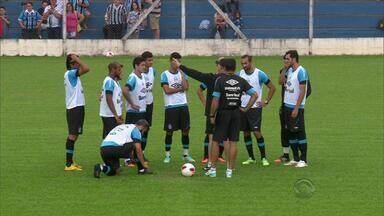 Confira os treinos da manhã de sábado (17) do Grêmio em Gramado, RS - Zagueiro Rafael Thierry já treina com titulares, assim como Fellipe Bastos, que aguarda definição sobre seu futuro no tricolor.