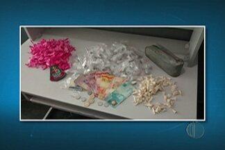 Jovem é preso por suspeita de tráfico de drogas em Itaquaquecetuba - Polícia encontrou maconha, crack e cocaína em uma bolsa.