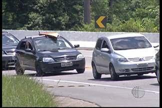 Mogi-Bertioga tem trânsito lento no sentido litoral - Os comércios em torno da rodovia aproveitaram.