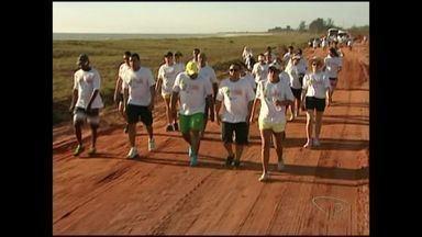 Caminhada ecológica promove limpeza em Presidente Kennedy, no ES - Caminhada aconteceu neste sábado (17).