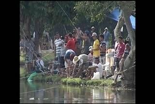 Campeonato de pesca reúne amigos em Campina do Monte Alegre - O sábado (17) foi dia de campeonato de pesca em Campina do Monte Alegre. O calor obrigou os pescadores a se protegerem do sol. E entre um peixe e outro espaço pra muita história.