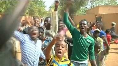 Três pessoas morrem em manifestação contra Charlie Hebdo, no Níger - Três pessoas morreram neste sábado (17), durante uma manifestação no Níger, na África, contra as charges do jornal francês Charlie Hebdo. Diantes das ameaças de atentado, o policiamento foi reforçado na Europa.