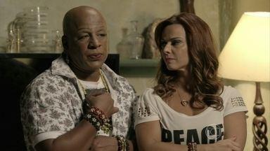 Xana afirma a Juliane que descobrirá se Luciano está sendo bem tratado - Cabeleireiro se preocupa com o futuro do menino