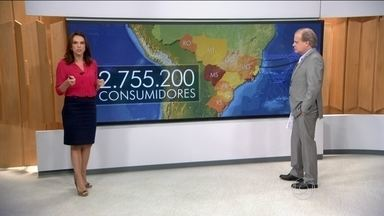 Apagão atinge quase metade do país - Dois milhões e 700 mil consumidores enfrentaram um apagão num dos dias mais quentes do verão. Quase a metade dos estados sofreu com a falta de luz.