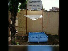 Homem furta água de creche para se refrescar e é preso - Caso aconteceu em Andirá. Ele conectou a mangueira na torneira do tanque da creche e encheu uma piscina de plástico na calçada. Acabou na cadeia.