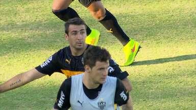 Levir Culpi mostra a cara do Atlético-MG para o primeiro jogo do ano - Treinador alvinegrou escalou no treino, a equipe que deve encarar o Shakhtar-UCR, no primeiro jogo de 2015.