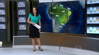 Chegada de frente fria provoca chuva em Santa Catarina e no Paraná - Em São Paulo, a previsão é de pancadas de chuva nesta terça-feira (20). No Rio de Janeiro, a temperatura máxima chega aos 40ºC.