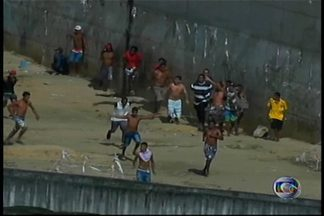 Presos fazem rebelião no Conjunto de Presídios do Curado, o antigo Aníbal Bruno, no Recife - Dentro do presídio teve muita confusão. Foram ouvidos tiros e bombas.
