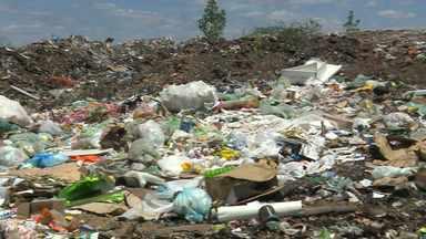 Lixo, material hospitalar e restos de animais são jogados em rios na Paraíba - Denúncia é na cidade de São Domingos do Cariri. Rio Paraíba deságua no açude Epitácio Pessoa.