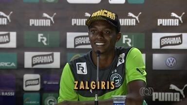 Clube da Lituânia é desconhecido para torcida e jogadores do Goiás - Atletas e torcedores esmeraldinos brincam com Zalgiris Vilnius
