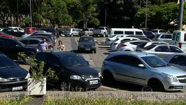 Preços dos estacionamentos sobem mais que a inflação oficial em BH - Pesquisa mostra que houve aumento de até 30% na fração da hora.