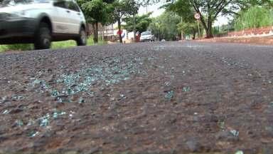 Homem em carro acerta motociclista e garupa em acidente; um morreu - Polícia suspeita de briga de trânsito