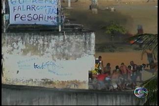 Confirmada a 3ª morte na rebelião ocorrida no Complexo Prisional de Curado, em Recife - O protesto começou ontem. Os presos pedem agilidade nos processos judiciais e a saída do Juiz da Vara de Execuções Penais de Recife, Luiz Rocha