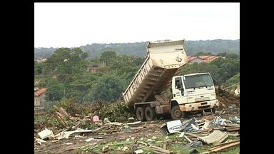 Em Santarém, moradores afirmam que prefeitura joga lixo em local proibido - Segundo eles, lixão do Santo André foi interditado em 2014 pela Semma.