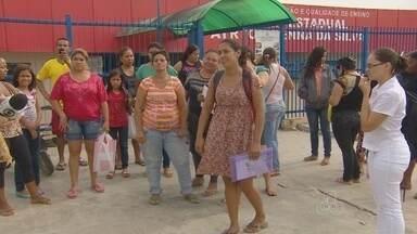 Pais reclamam de falta de vagas para os filhos em escolas próximas de casa, em Manaus - Matrículas para o Ensino Fundamental tiveram início nesta terça (20).
