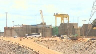 Pelo menos 35% das obras de geração de energia estão atrasadas - A construção das casas de força de Belo Monte demorou a começar. Angra 3 já deveria estar funcionando há quatro anos. O problema se repete em mais da metade das linhas de transmissão.