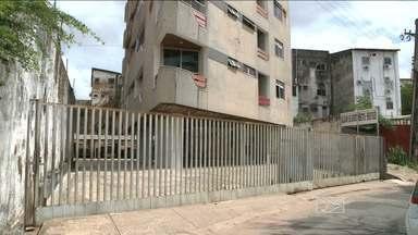 Polícia procura suspeitos de tentativa de assalto em edifício em São Luís - A polícia ainda procura três dos cinco homens que tentaram assaltar um edifício no centro de São Luís.