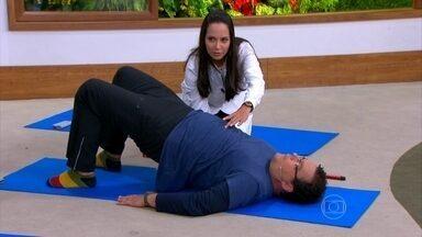Aprenda exercícios de pilates e ioga para fazer em casa - A coordenação da respiração é importante para o exercício. A concentração é o segredo para a prática do power ioga.