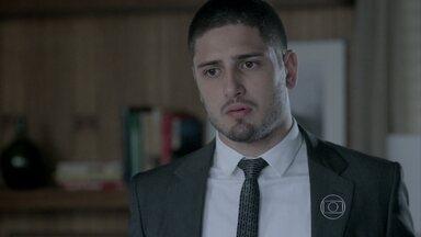 João Lucas pressiona Maria Marta - Ele quer saber desde quando a mãe sabe que José Alfredo está vivo
